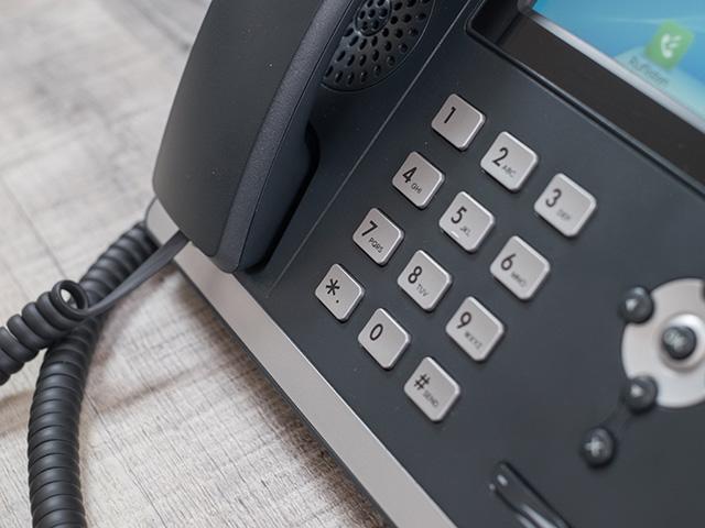 Yealink HD Telefon auf Schreibtisch