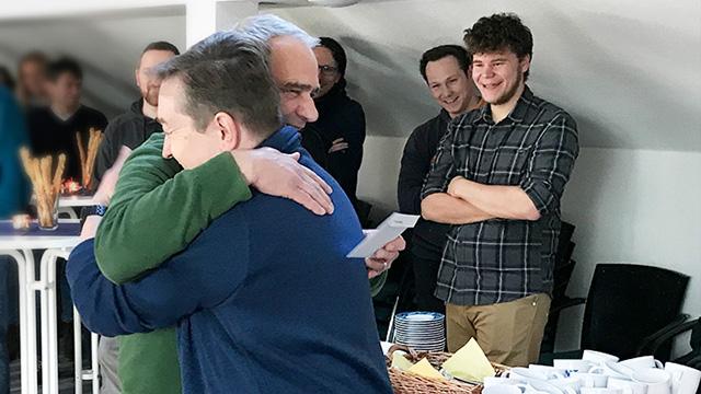 TMT Chef Maisel umarmt Frank